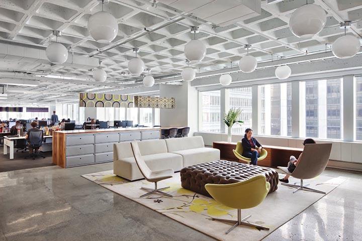 Toàn bộ văn phòng là một không gian rộng lớn và không có văn phòng làm việc riêng