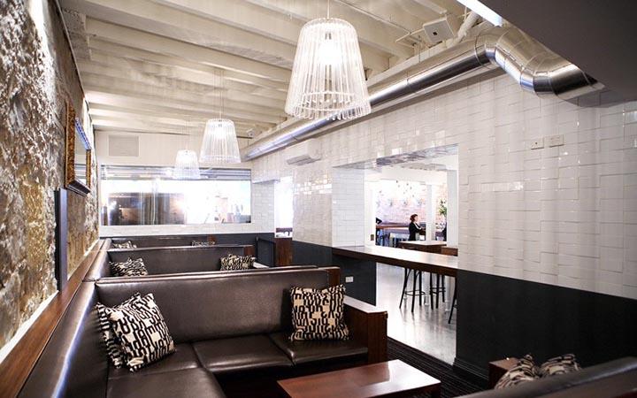 net-co-kinh-trong-quan-ruou-va-nha-hang-pizza-cargo-01 Nét cổ kính của nội thất nhà hàng pizza và quán rượu Cargo
