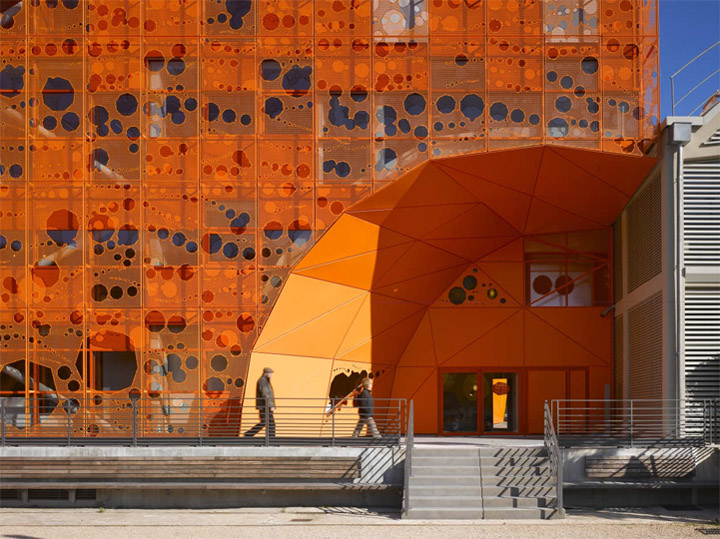 thiet-ke-showroom-do-noi-that-the-orange-cube-05