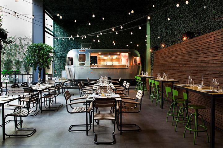 Những mảng xanh được đưa vào trong thiết kế quán cafe sân vườn