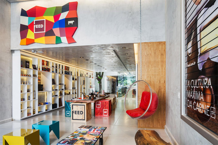 Hãy bố trí khu vực nghỉ ngơi và lối đi đủ rộng cho khách hàng khi thiết kế thi công nội thất shop