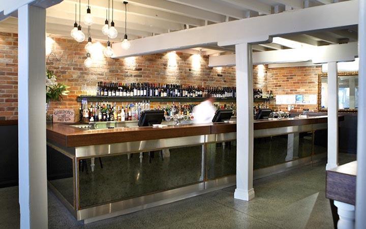 Khu vực quầy bar