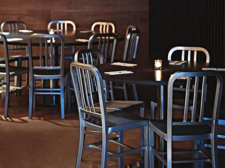 Bàn ghế được bố trí cho nghiều người ngồi nhằm tăng sự tương tác
