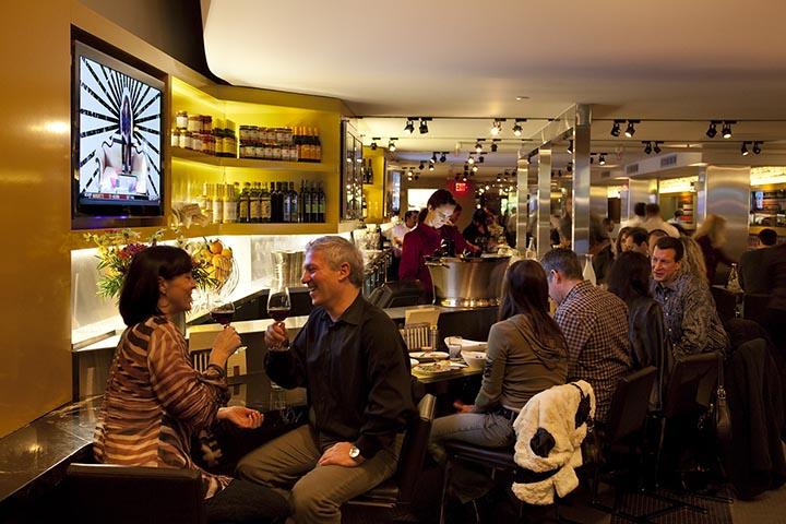 Thiết kế nội thất nhà hàng là không gian gần gũi, lãng mạng