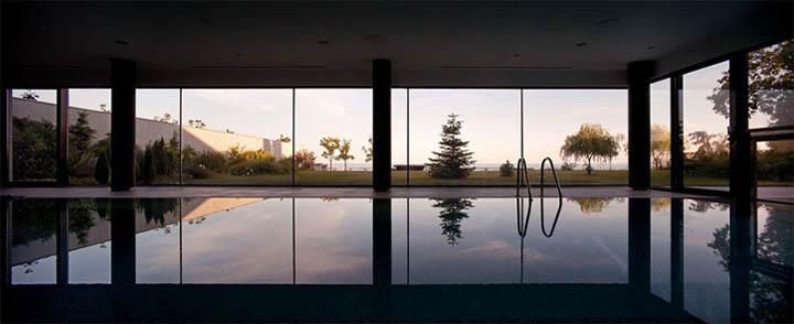 Hổ bơi có tác dụng như mặt gương phản chiếu chân trời phía biển xa