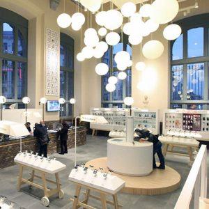 Thiết kế nội thất cửa hàng điện thoại di động BASE Flagship Store trong trẻo và gần gũi