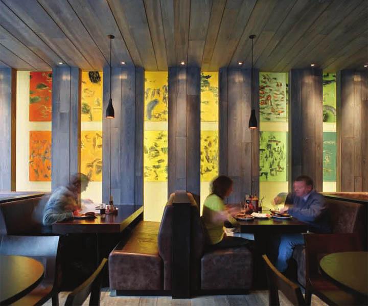 Các hộp đèn vải là điểm nhấn trong thiết kế nội thất tông màu lạnh