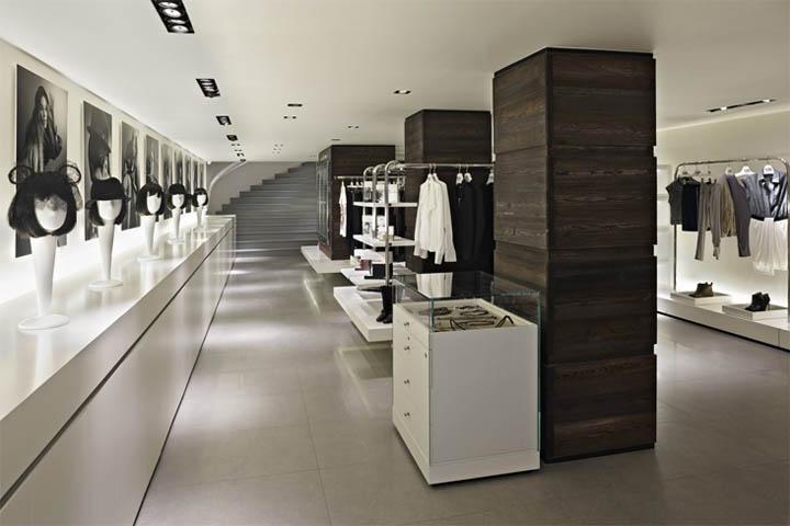 Bên cạnh các sản phẩm trưng bày, shop cũng hòa hợp các yếu tố văn hóa