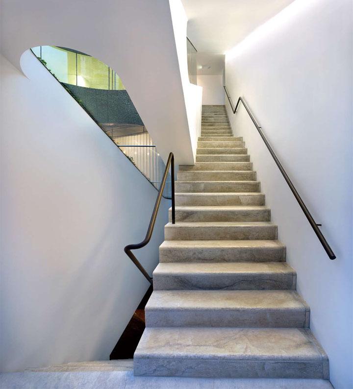 Cầu thang dẫn đến các tầng khác