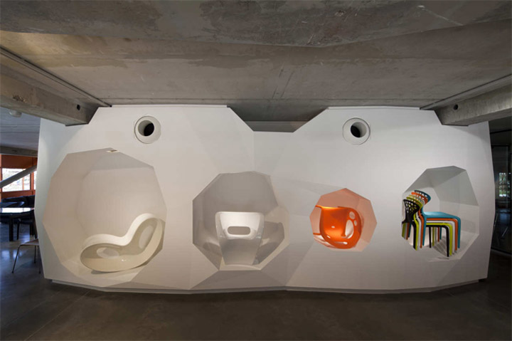 thiet-ke-showroom-do-noi-that-the-orange-cube-11