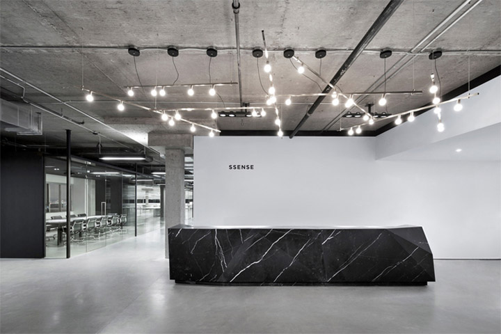 Không gian tiếp tân trong thiết kế nội thất văn phòng hiện đại và tối giản