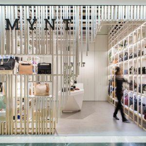 Mặt tiền trưng bày là phần quang trọng nhất trong thiết kế thi công nội thất cửa hàng