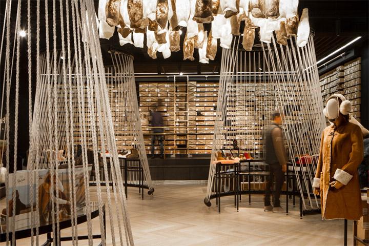Sắp xếp đồ hợp lý mang lại sự ngăn nắp trong thiết kế nội thất cửa hàng