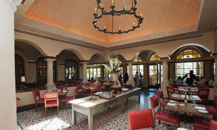 Prado - nhà hàng đẹp theo phong cách Tây Ban Nha 9