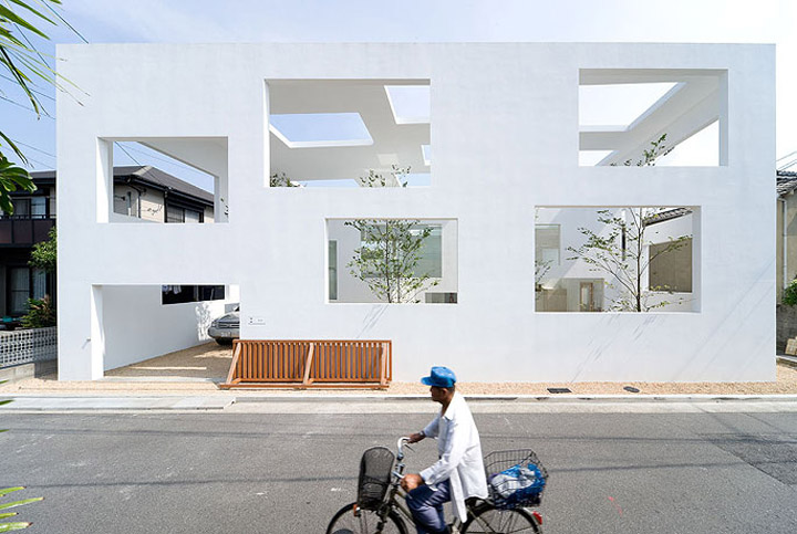 House N - Thiết kế nhà ở hiện đại có ba lớp vỏ lồng vào nhau 11