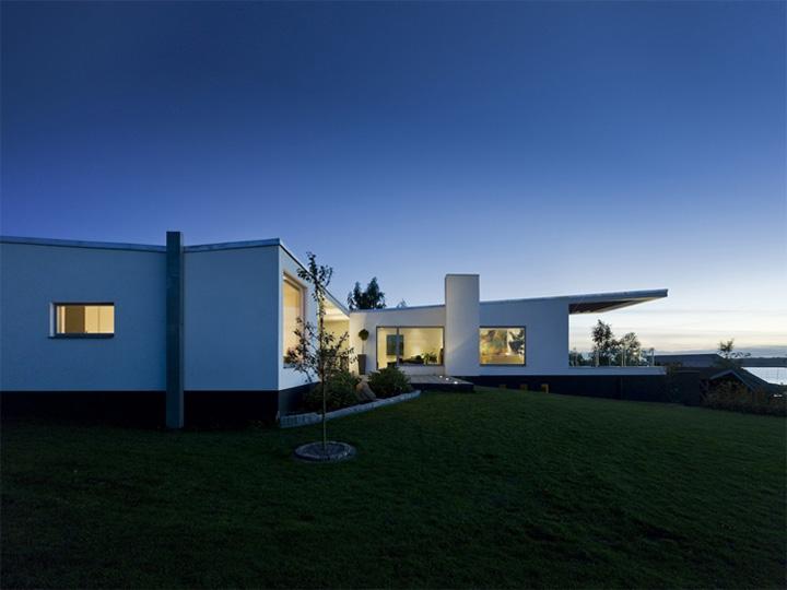 Villa Marstrand Wadt - Thiết kế nhà vườn 2 tầng đẹp hiện đại 1