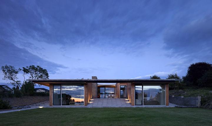 Villa Petersen - Mẫu nhà vườn đẹp và hiện đại ốp gỗ thông 5