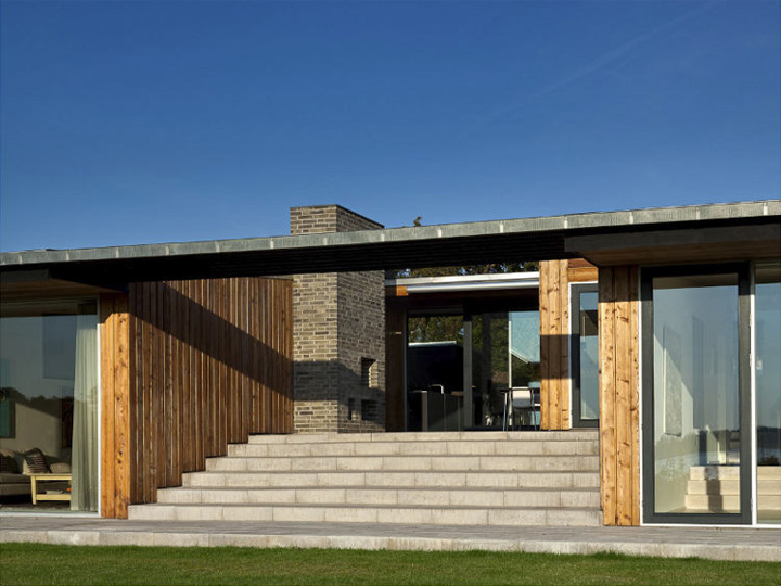 Villa Petersen - Mẫu nhà vườn đẹp và hiện đại ốp gỗ thông 9