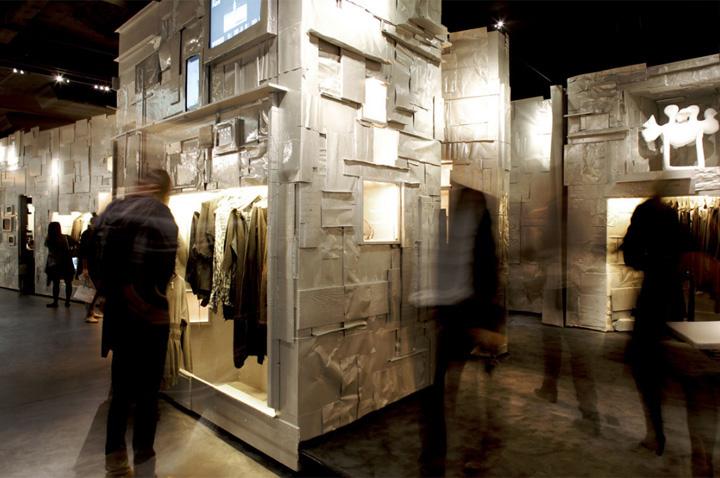 L'Eclaireur - Mẫu cửa hàng thời trang từ phế liệu 2