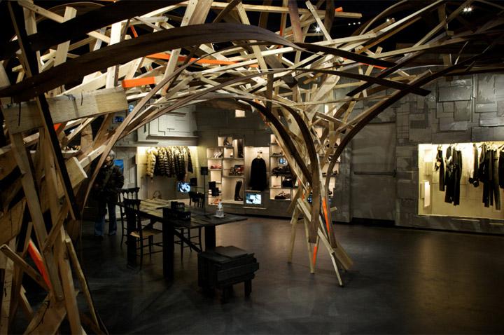 L'Eclaireur - Mẫu cửa hàng thời trang từ phế liệu 1