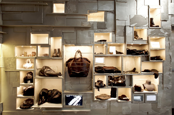 L'Eclaireur - Mẫu cửa hàng thời trang từ phế liệu 5
