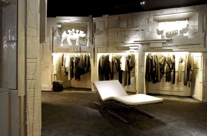 L'Eclaireur - Mẫu cửa hàng thời trang từ phế liệu 6