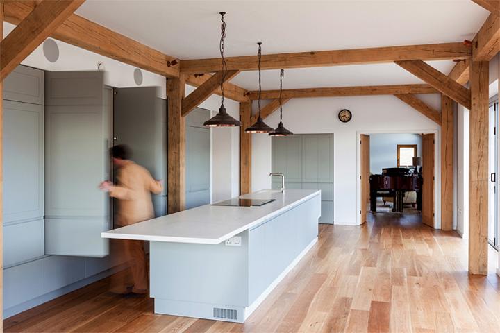 Timber Frame House - Thiết kế nhà 2 tầng kết hợp khung gỗ sồi 2