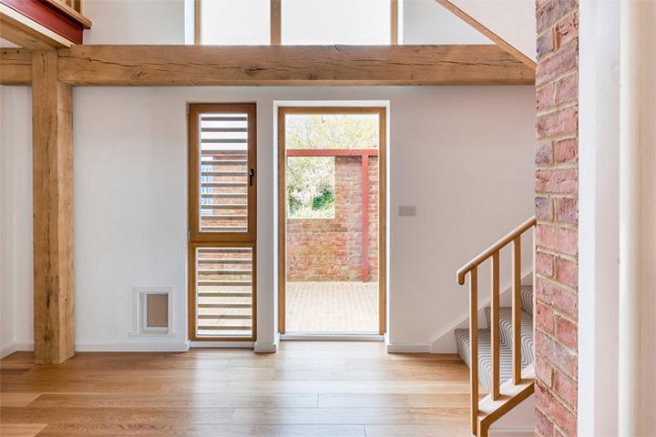 Timber Frame House - Thiết kế nhà 2 tầng kết hợp khung gỗ sồi 5