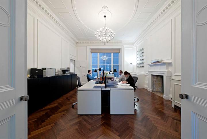 Thiết kế văn phòng cổ điển của một công ty vận tải ở London 3
