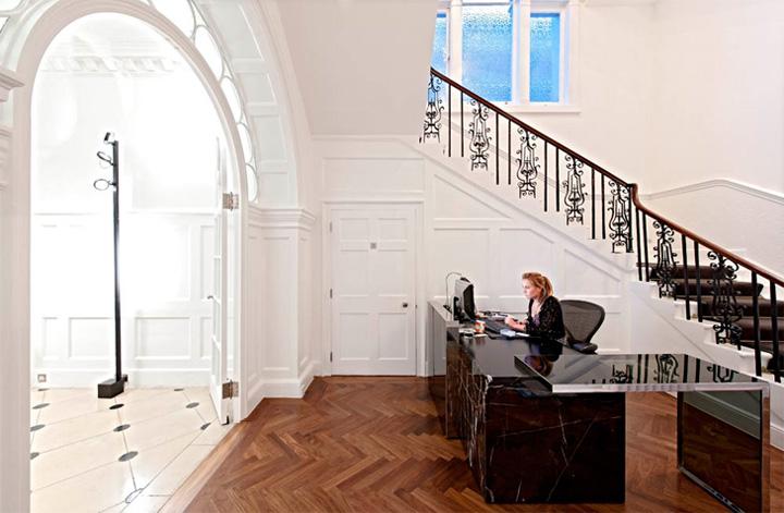 Thiết kế văn phòng cổ điển của một công ty vận tải ở London 7