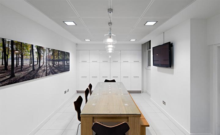 Thiết kế văn phòng cổ điển của một công ty vận tải ở London 12