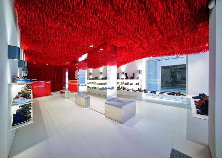 Thiết kế thi công nội thất shop giày Camper từ 30000 sợi dây giày 2