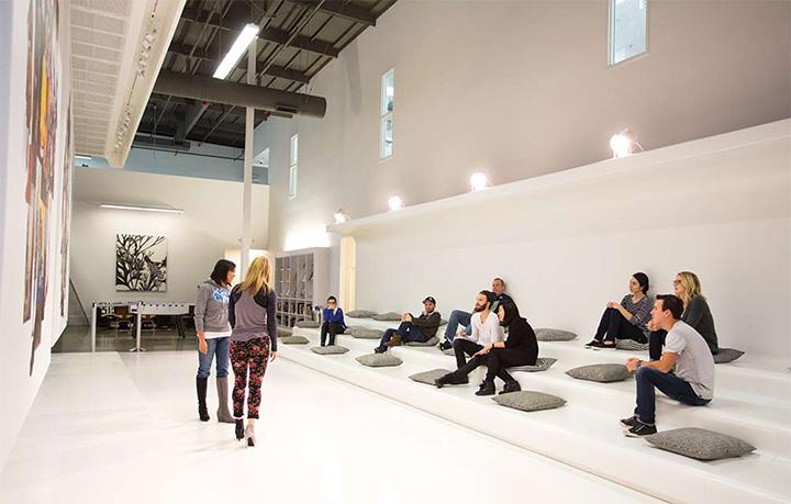 Topline Corporation - Thiết kế shop giày dép phong cách năng động 1