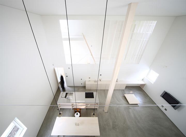Trần nhà cao là điều khiến không gian căn nhà thêm rộng mở và khoáng đạt