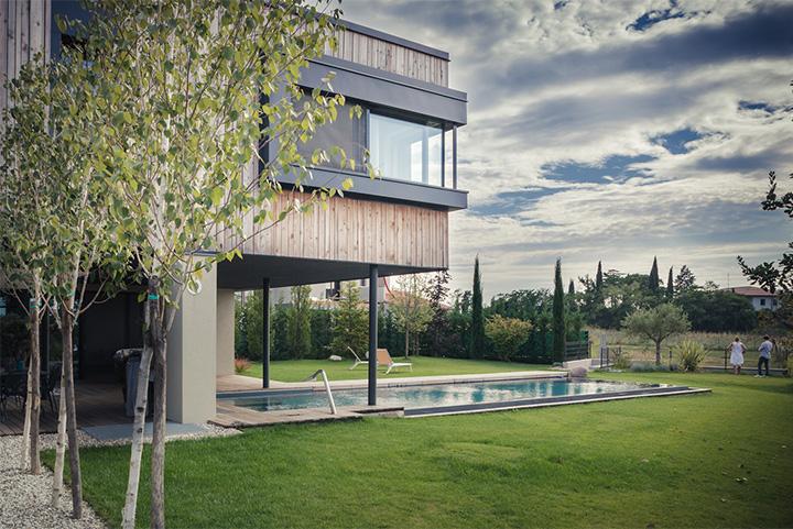 M House - Thiết kế biệt thự tận dụng không gian cây xanh trong nhà 1