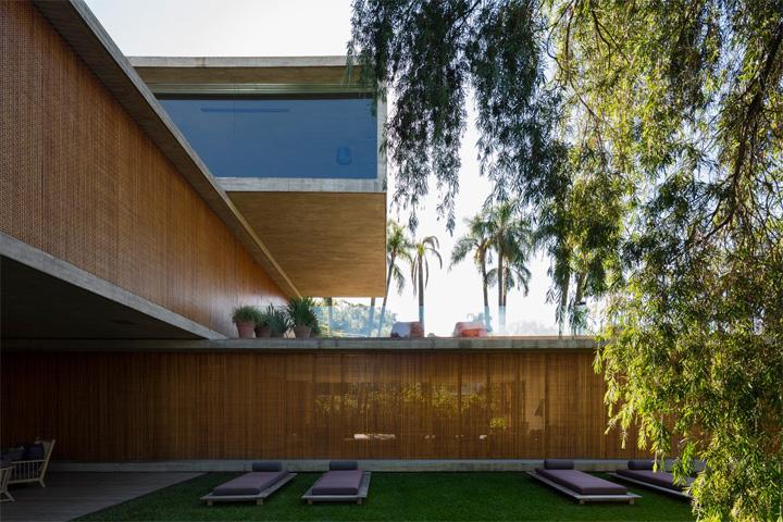 P House - Mẫu biệt thự sân vườn 3 tầng hiện đại rộng mở 14