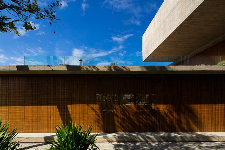 P House - Mẫu biệt thự sân vườn 3 tầng hiện đại rộng mở 15