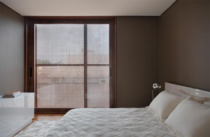 BT House - Ngôi nhà hình hộp kết hợp thiết kế lam gỗ che nắng 9