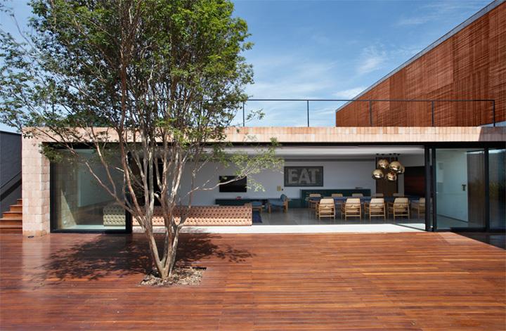 BT House - Ngôi nhà hình hộp kết hợp thiết kế lam gỗ che nắng 14