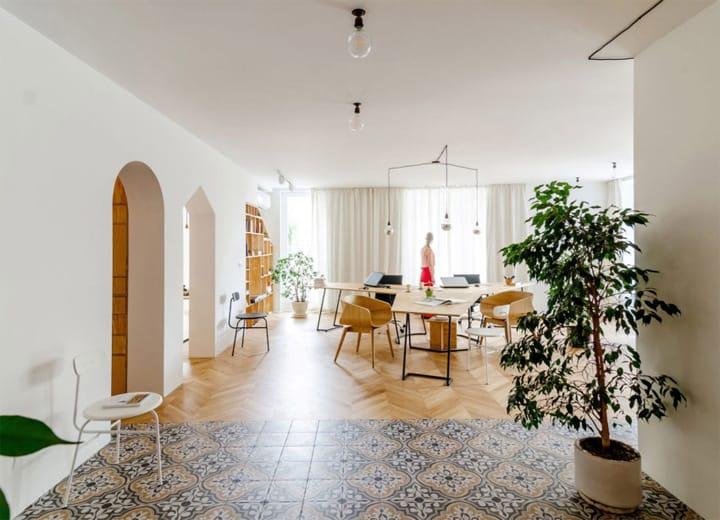 Cải tạo căn hộ thành văn phòng làm việc nhỏ xinh ở Bulgaria 1
