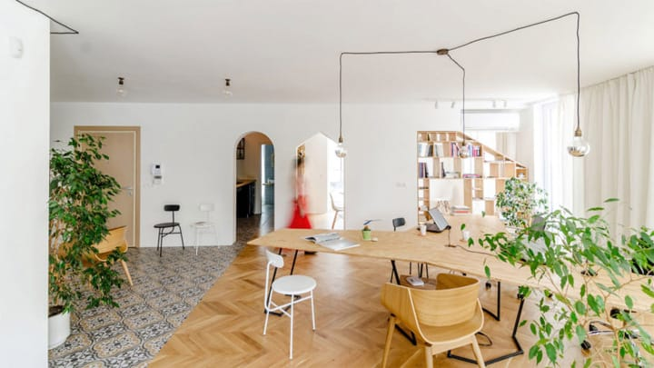 Cải tạo căn hộ thành văn phòng làm việc nhỏ xinh ở Bulgaria 2