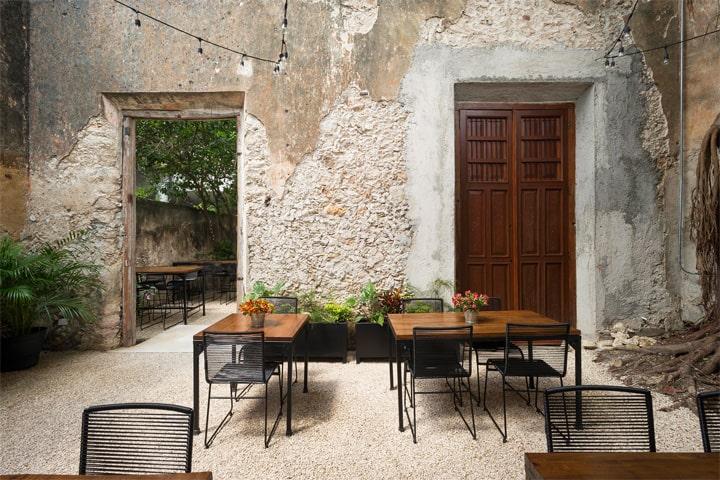 Cải tạo nhà hàng phong cách cổ từ công trình di tích lịch sử 9