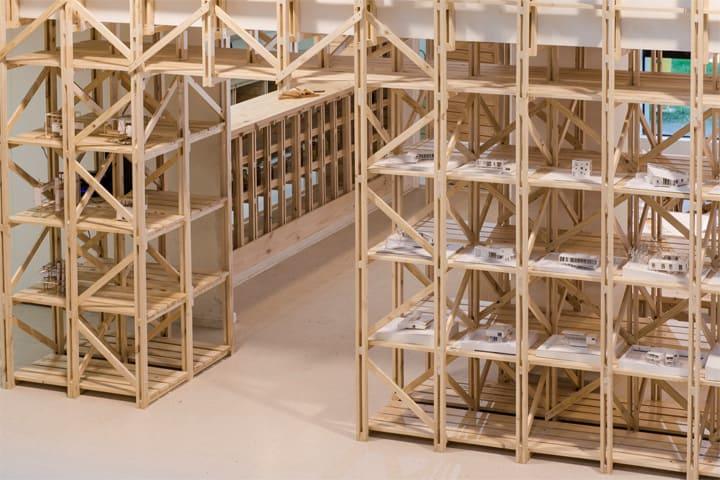 Hall Cafe - Ý tưởng thiết kế quán cafe từ giàn giáo bằng gỗ 4