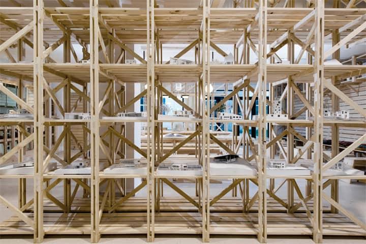 Hall Cafe - Ý tưởng thiết kế quán cafe từ giàn giáo bằng gỗ 7