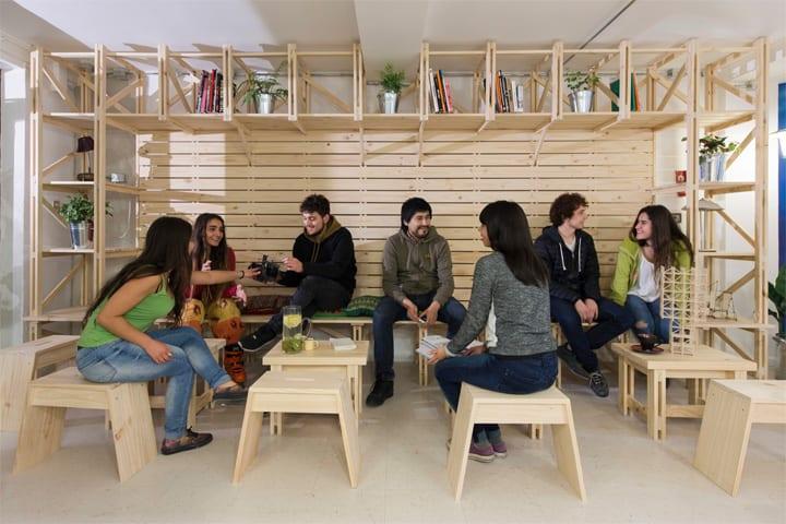 Hall Cafe - Ý tưởng thiết kế quán cafe từ giàn giáo bằng gỗ 10