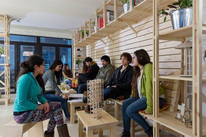 Hall Cafe - Ý tưởng thiết kế quán cafe từ giàn giáo bằng gỗ 11