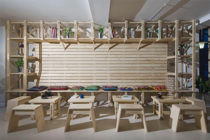 Hall Cafe - Ý tưởng thiết kế quán cafe từ giàn giáo bằng gỗ 12
