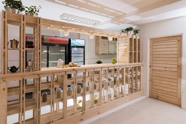 Hall Cafe - Ý tưởng thiết kế quán cafe từ giàn giáo bằng gỗ 13
