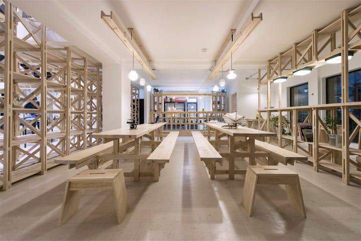 Hall Cafe - Ý tưởng thiết kế quán cafe từ giàn giáo bằng gỗ 14