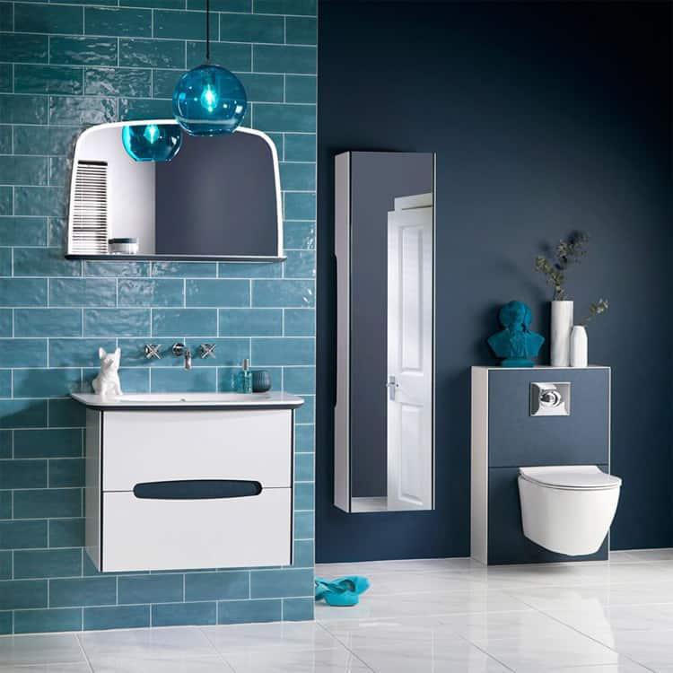 Màu xanh chàm giúp phòng tắm thêm phần tươi mát và cuốn hút